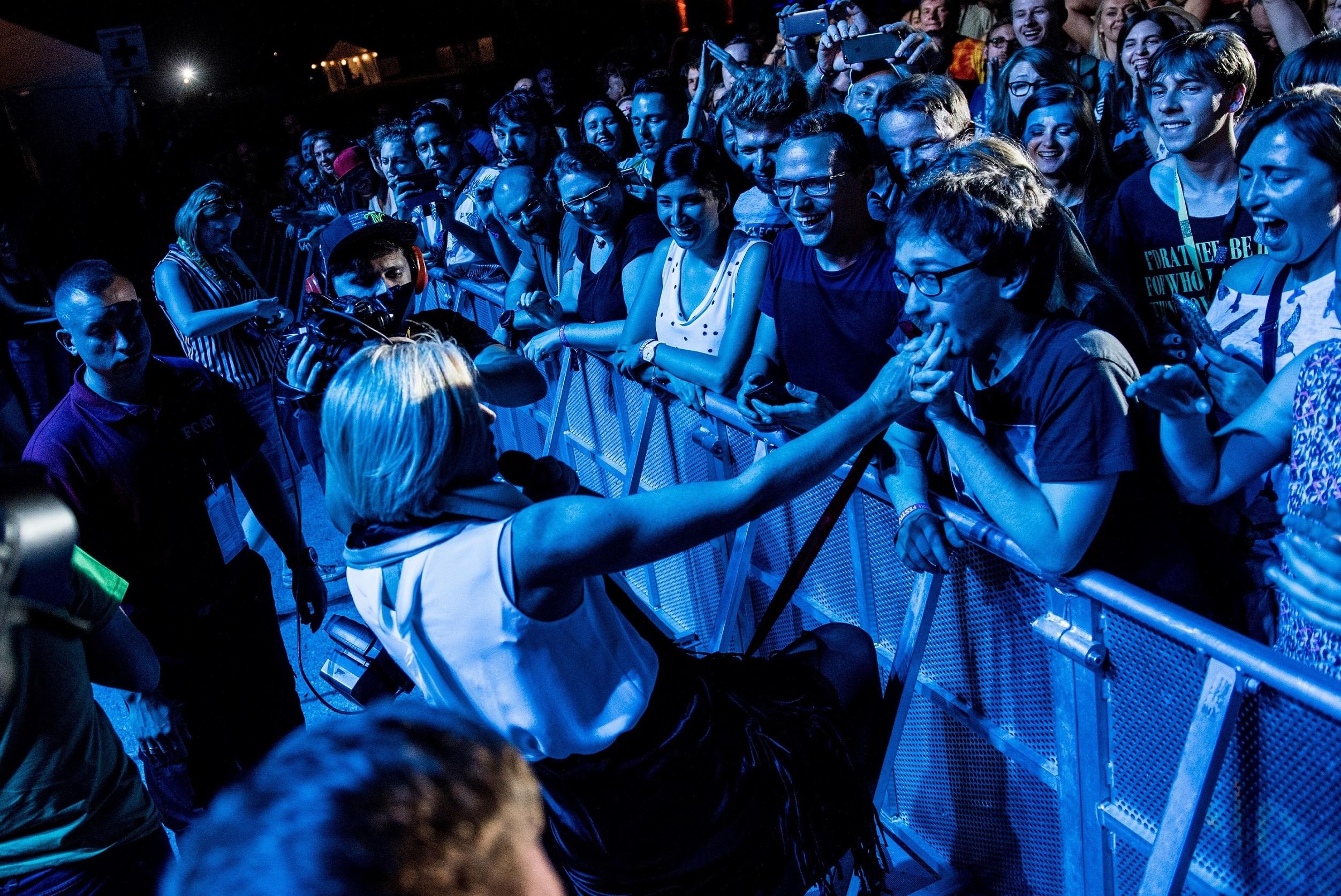 Tak, całuję rękę damy. fot. Monika Stolarska.