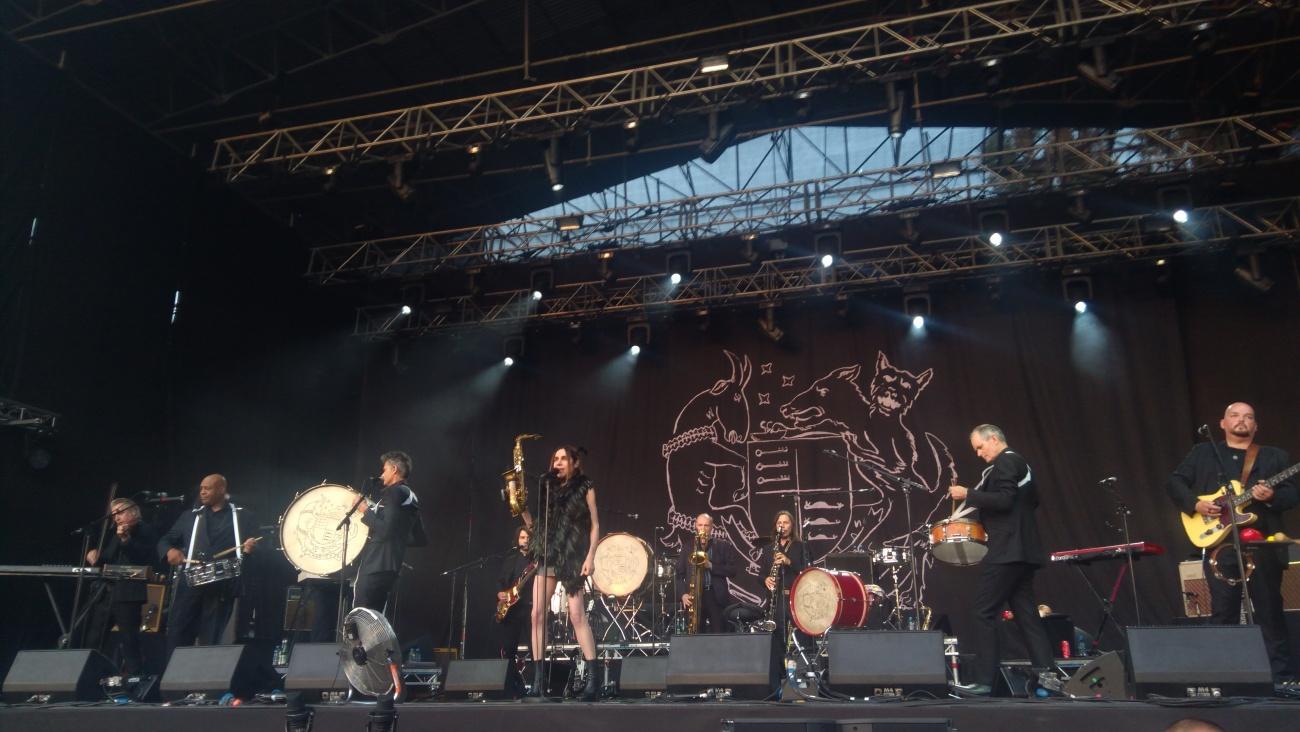 PJ Harvey i jej zespół.